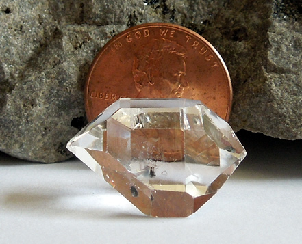 Penny can clearly be seen behind the quartz.