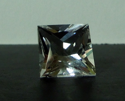 Front view - a brilliant gemstone !