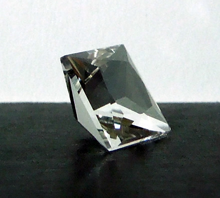 Side view of princess cut shows sharp edges and girdle.