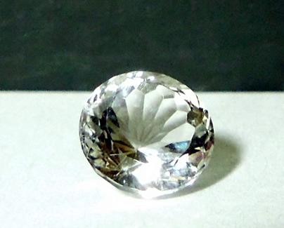 This 8 mm round cut diamond weighs 2 ct.