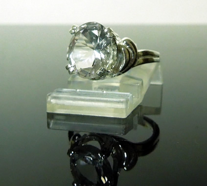 The oval cut crystal is 3.5 ct.