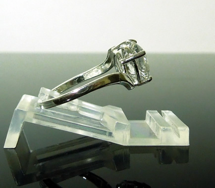 Side view of this crystal clear ring.