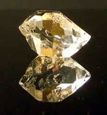 A double terminated quartz crytal, 20.5x13.5 mm.